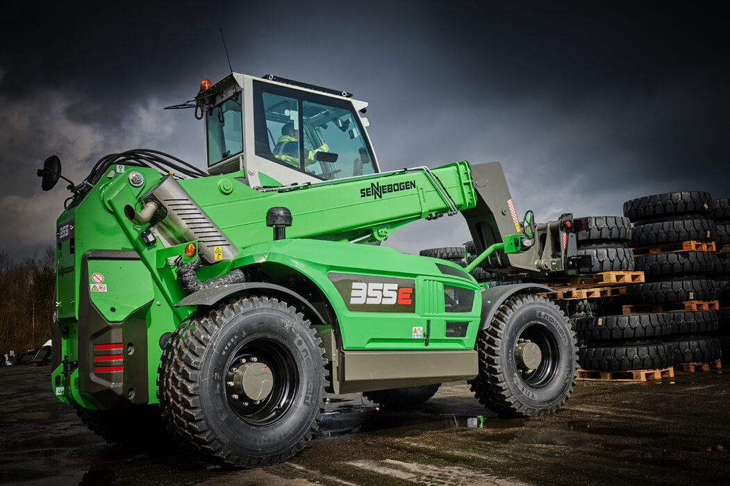 SENNEBOGEN telehandler 355 E with lifting fork