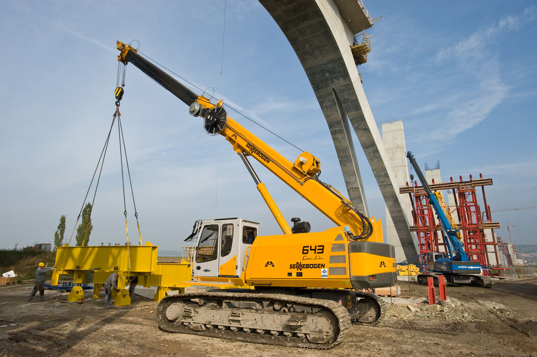 SENNEBOGEN compact and versatile 643 Telecrane Telescopic crane Above ground construction