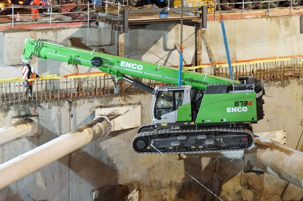 SENNEBOGEN strong and versatile 673 Telecrane Telescopic crane Specialized below ground construction