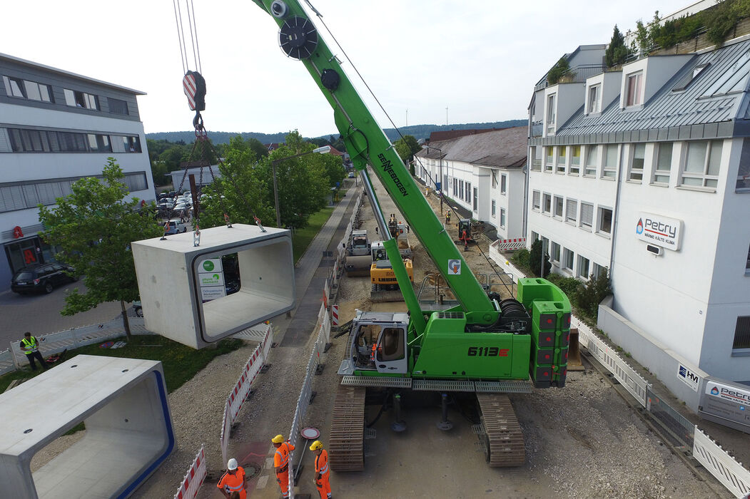 SENNEBOGEN strong and versatile 6113 Telecrane Telescopic crane Below ground construction