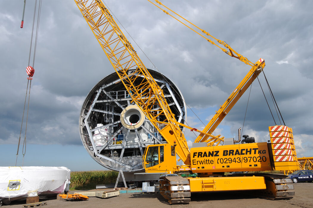 SENNEBOGEN 4400 robust and powerful crawler crane Wind turbine construction