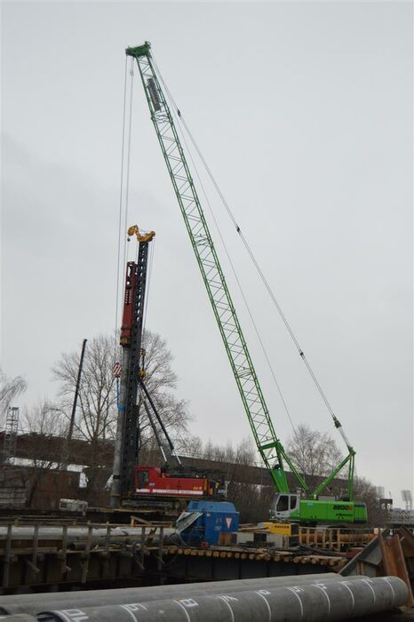 SENNEBOGEN 2200 Crawler crane / Lattice mast crane / Construction site crane Bridge construction