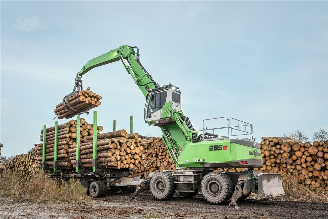 SENNEBOGEN 835 timber handling machine with trailer pulls 80 t of logs at Schwaiger sawmill
