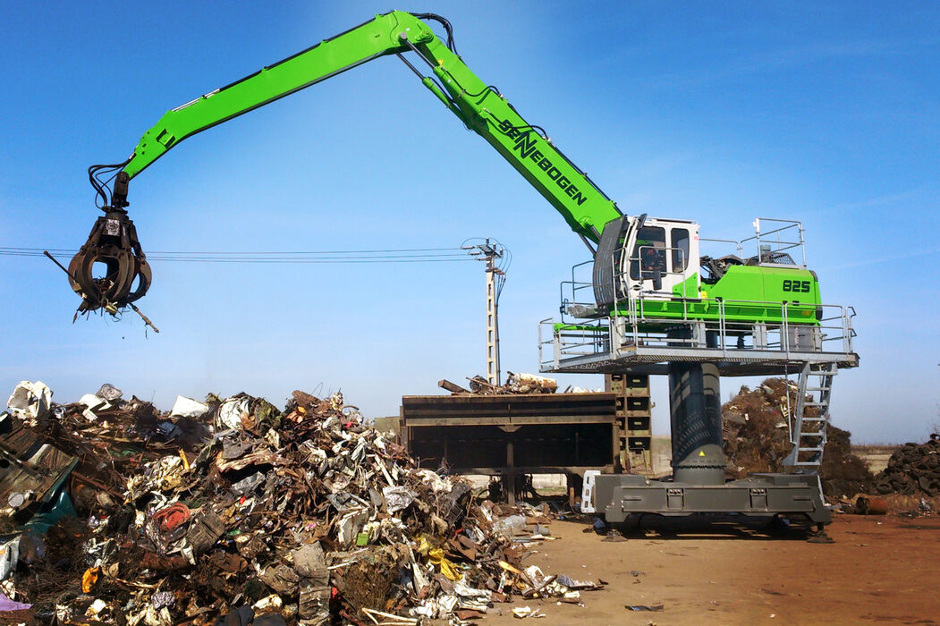 SENNEBOGEN material handler 825 stationary electro recycling waste management orange peel grab scrap sheer feeding