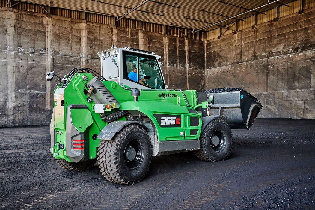 Robust telescopic handler for the waste recycling industry with elevating driver's cab: the SENNEBOGEN 355 E – an ideal alternative to the wheel loader: Coal handling