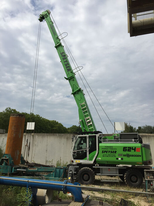 SENNEBOGEN 624 compact and multifunctional duty cycle crane well construction
