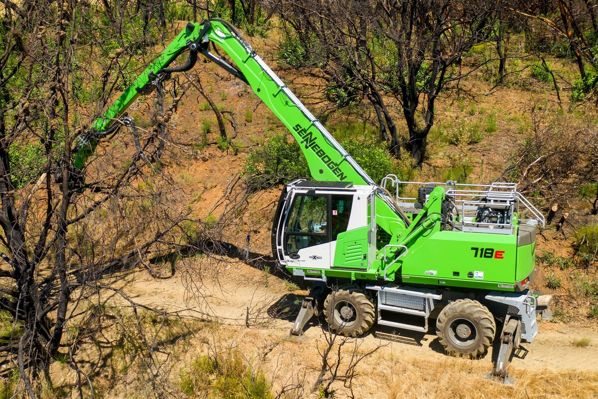 SENNEBOGEN 718 timber material handler, tree care machines for cleanup work after wildfires in California, USA