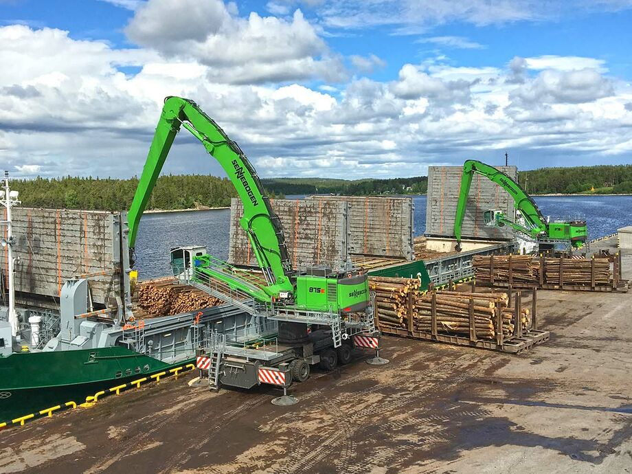 SENNEBOGEN 875 E Mobile Pylon Material handler Timber handling Ship unloading Ship loading Loading Unloading Tree trunks Logs