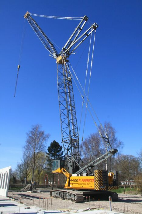 SENNEBOGEN 4400 robust and powerful crawler crane Civil engineering