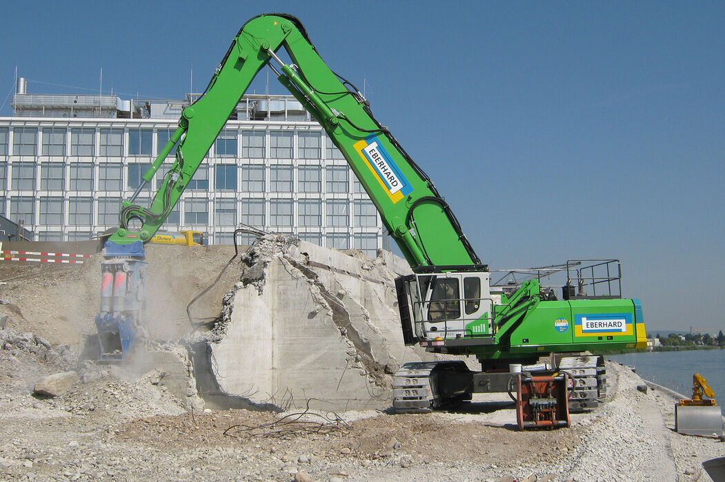 SENNEBOGEN 860 E Hybrid Crawler Demolition Material handler with energy recovery system