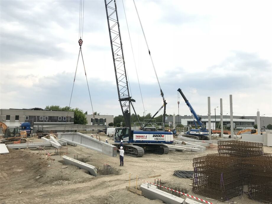 SENNEBOGEN 2200 E Crawler crane / Lattice mast crane Construction site applications / Construction site crane Above ground construction Below ground construction Lifting work