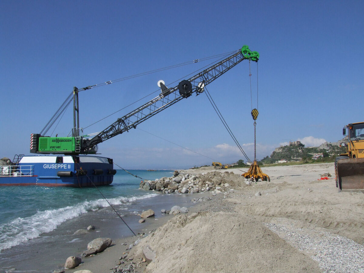 SENNEBOGEN 690 Duty cycle crane Hydro duty cycle crane Dragline Setup Ship installation Coastal fortification