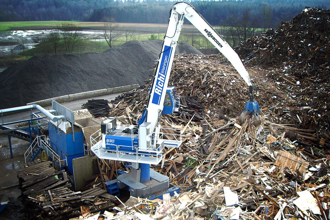 SENNEBOGEN material handler 830 stationary electro recycling used timber orange peel grab