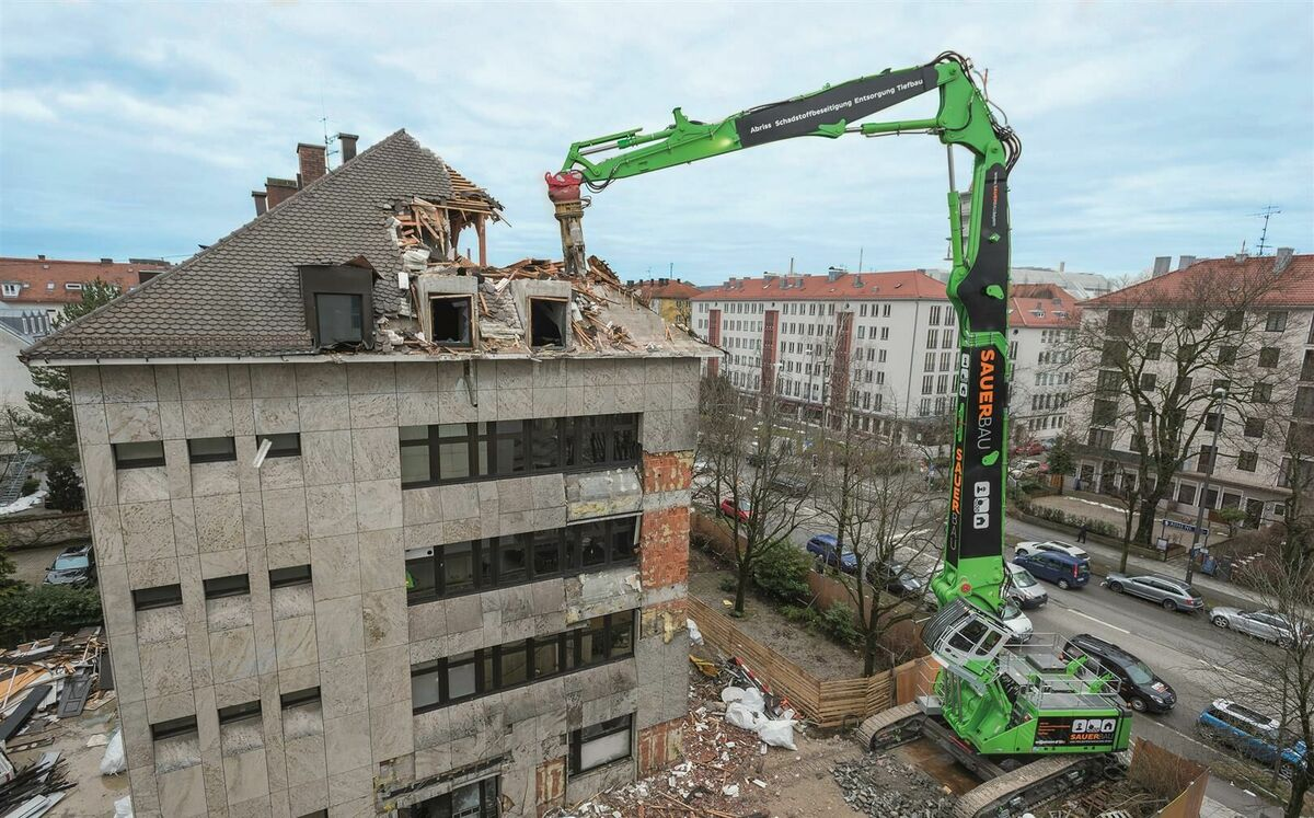 Long-front demolition excavator / demolition machine SENNEBOGEN 870 Demolition – Building demolition