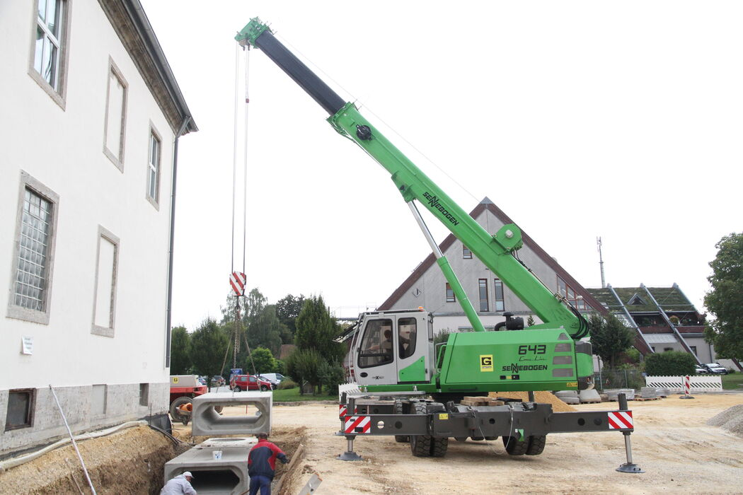 SENNEBOGEN compact and versatile 643 Telecrane Telescopic crane Below ground construction