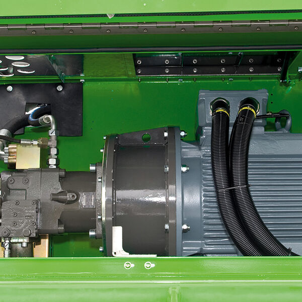 SENNEBOGEN electric material handler / eGREEN electric drive - engine compartment