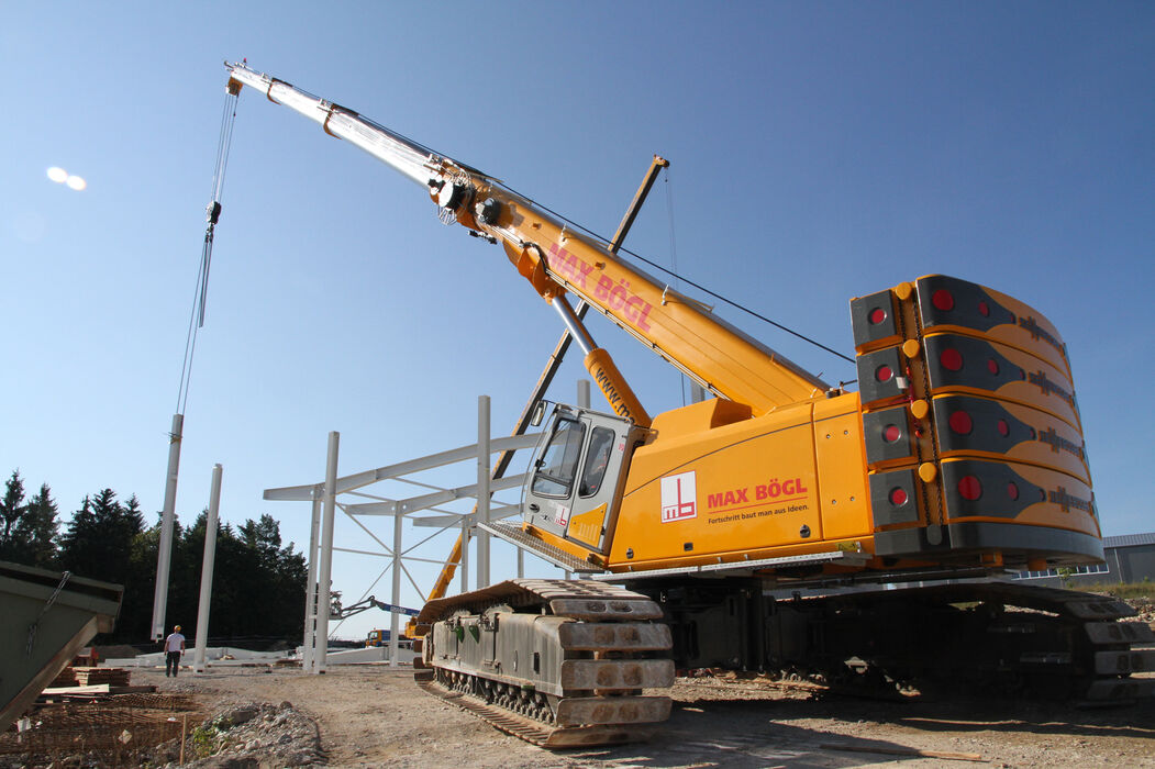 SENNEBOGEN strong and versatile 6113 Telecrane Telescopic crane Lifting