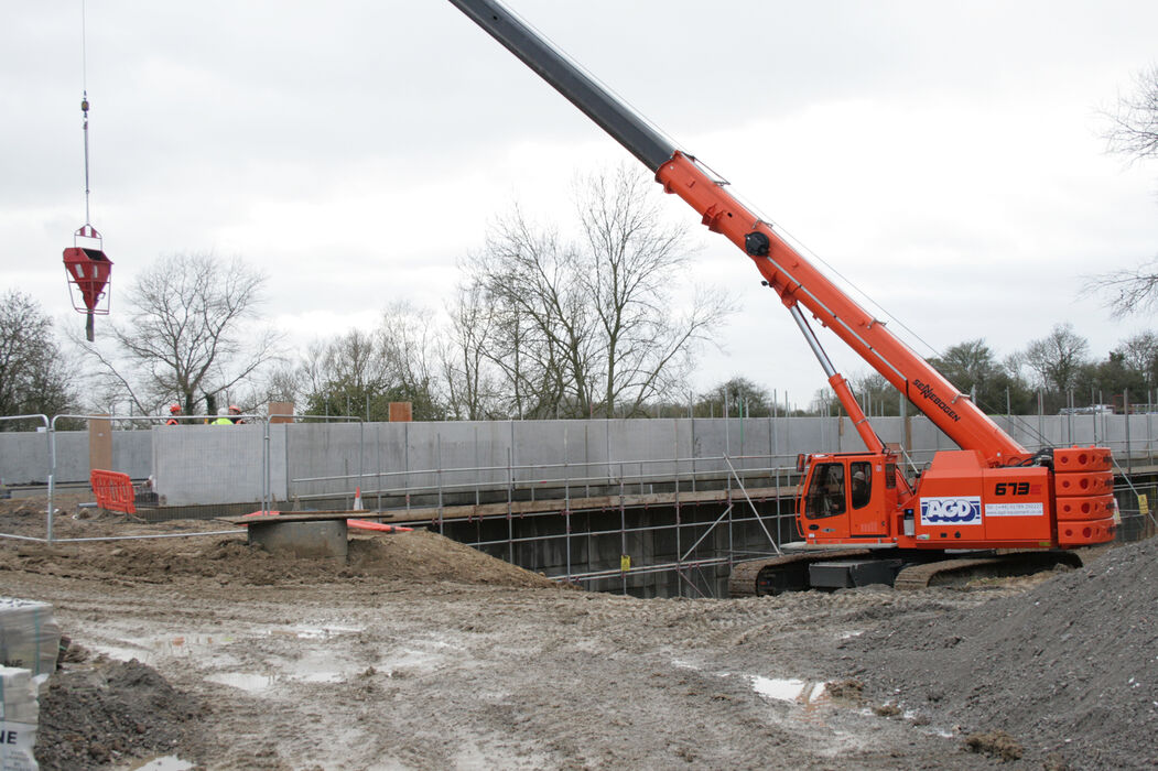 SENNEBOGEN strong and versatile 673 Telecrane Telescopic crane Above ground construction