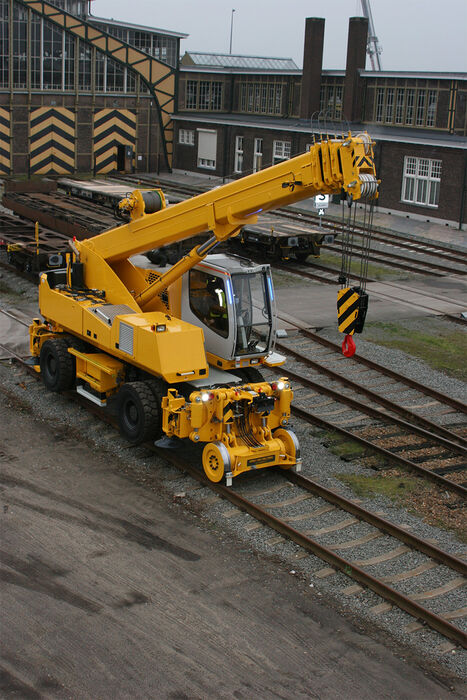 SENNEBOGEN compact and versatile 643 Telecrane Telescopic crane with 2-way machine for rail applications