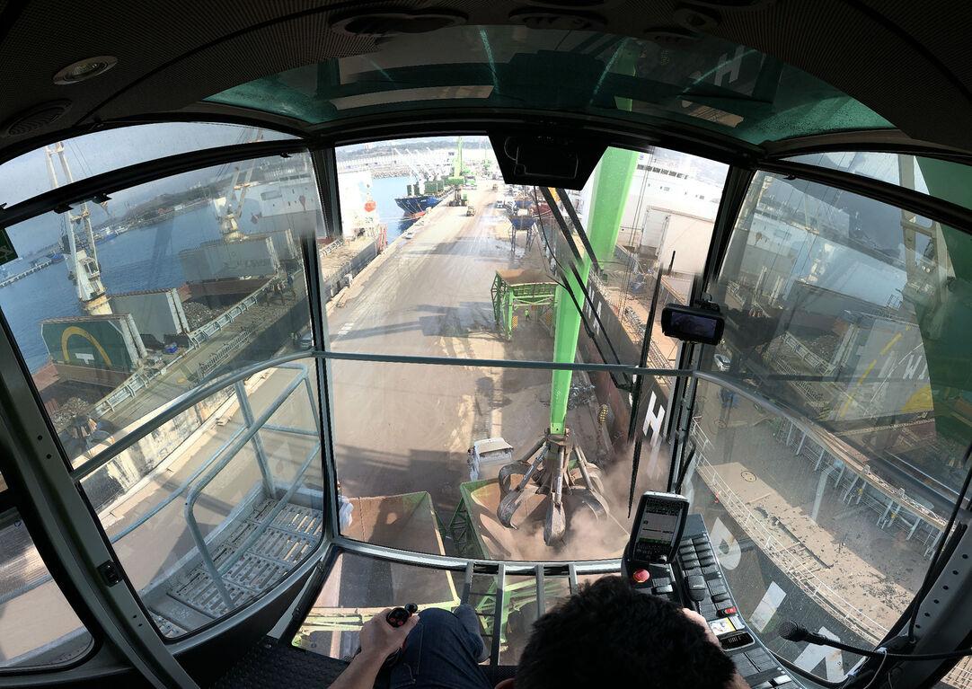 SENNEBOGEN largest material handler in the world 895 E port handling interior view cab port cab