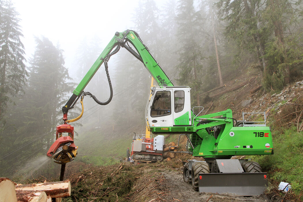 SENNEBOGEN 718 E Mobile material handler for fuel timber harvesting and embankment maintenance Cable car harvesting