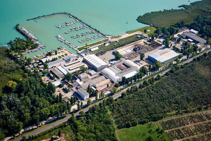 SENNEBOGEN TLC production site in Hungary