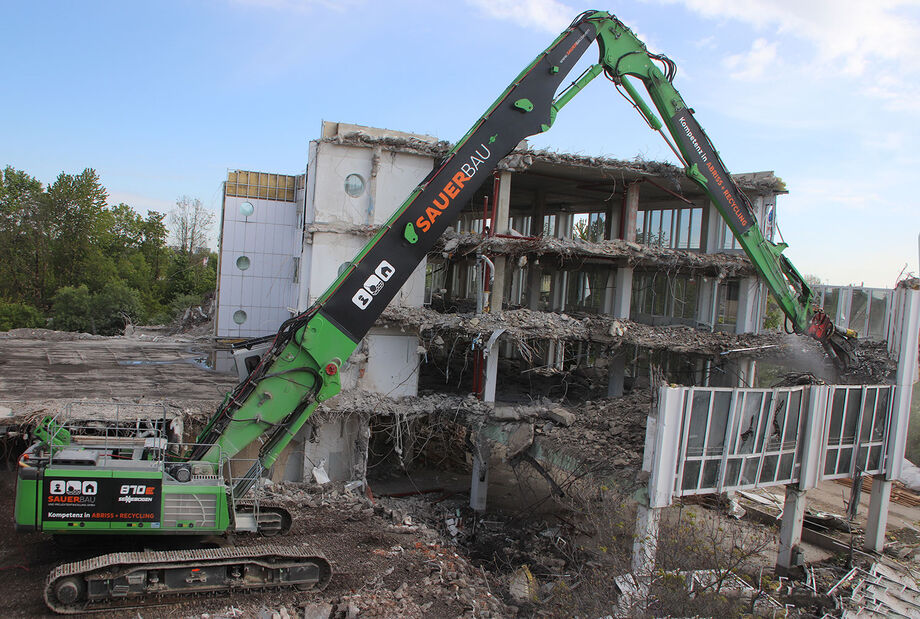 Long-front demolition excavator SENNEBOGEN 870 E Demolition – Demolition work