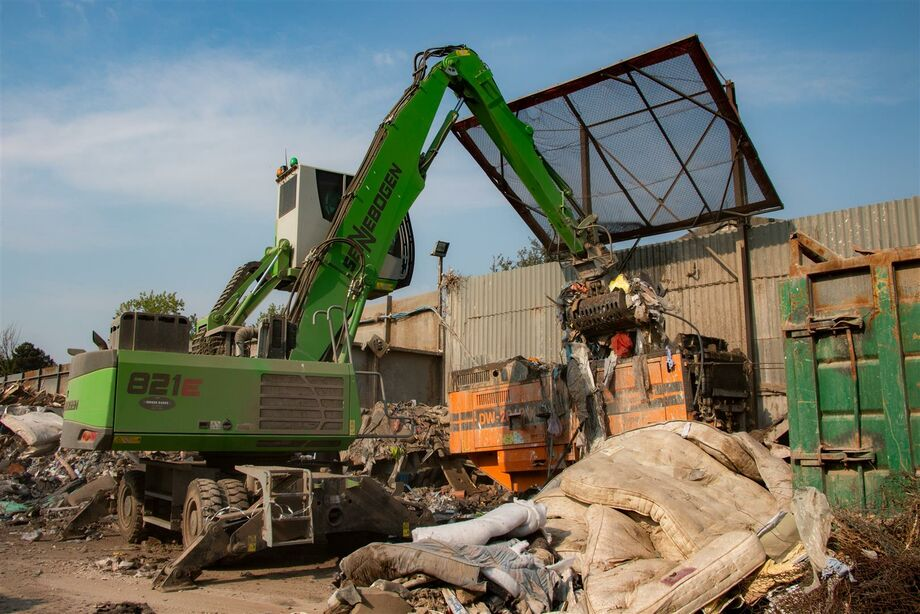 SENNEBOGEN 821 E material handler for timber, scrap and recycling