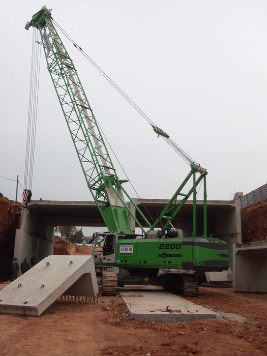 SENNEBOGEN 2200 robust and powerful crawler crane Concrete prefabricated construction