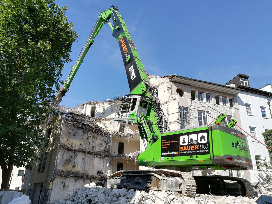 Long-front SENNEBOGEN 870 E Crawler – Building demolition
