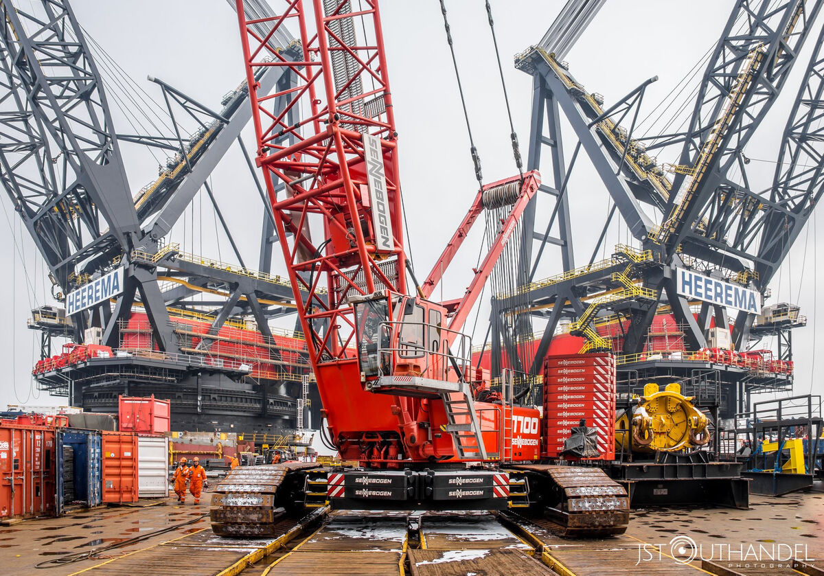 SENNEBOGEN 7700 Crawler crane Lattice boom crane Offshore Ship