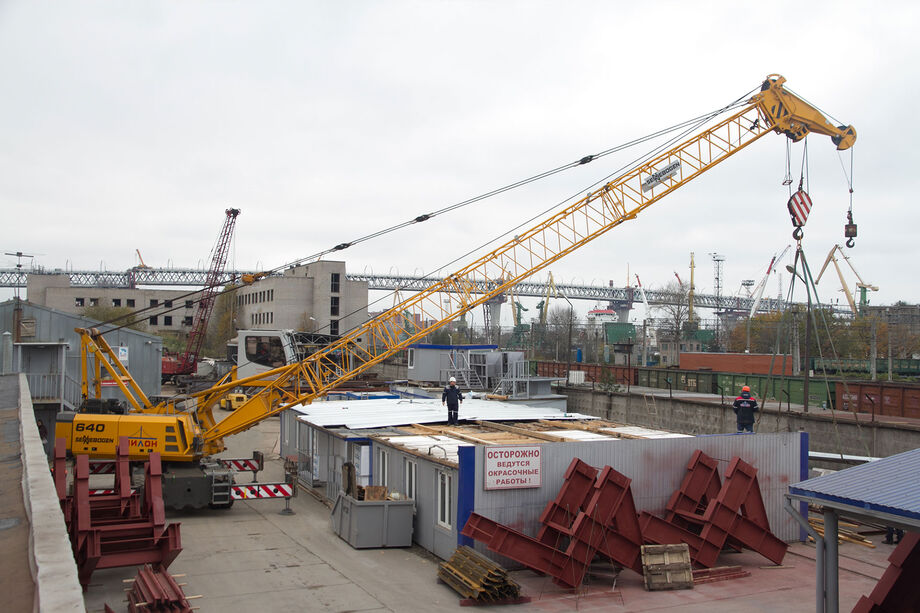 SENNEBOGEN duty cycle crane 640 40 tonne industry elevating cab