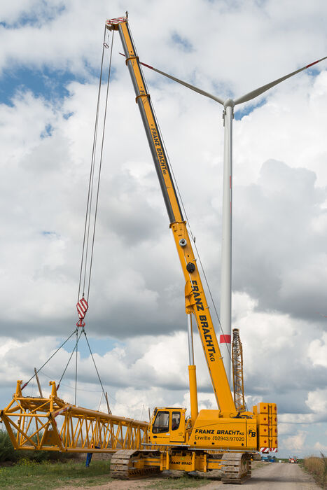SENNEBOGEN strong and versatile 6113 Telecrane Telescopic crane Wind turbine construction