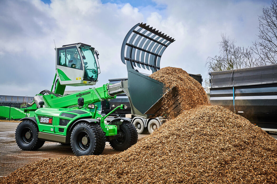 SENNEBOGEN Telehandler 355 E wood chips hold-down shovel elevating cab