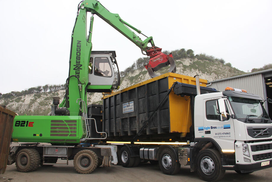 Material handler for scrap, recycling and timber SENNEBOGEN 821 E – perfect visibility and safety