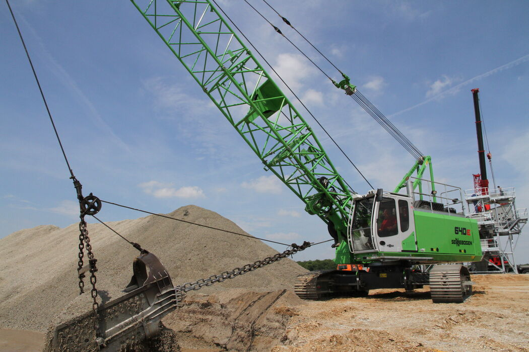 40 t duty cycle crane SENNEBOGEN 640 E dragline bucket gravel extraction quarrying