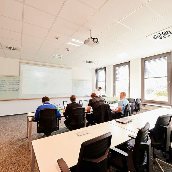 Technical training in the SENNEBOGEN Academy