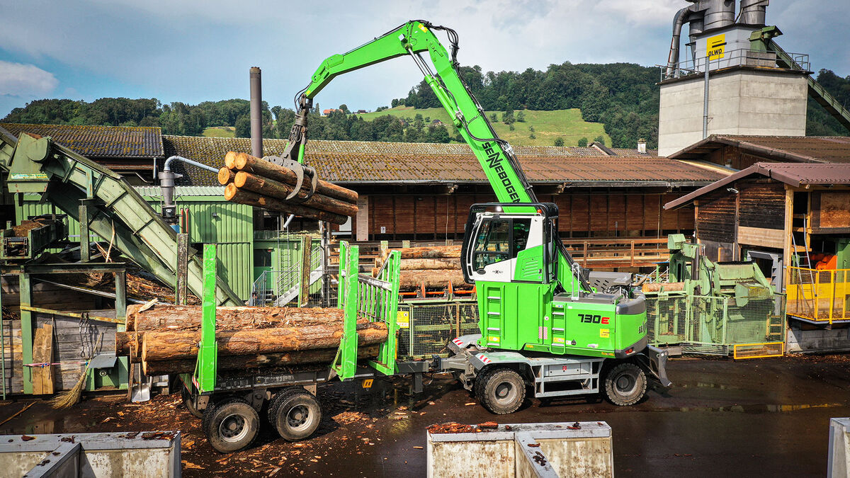 34,1 t material handler SENNEBOGEN 730 E timber handling in sawmill log yard sorting line with trailer