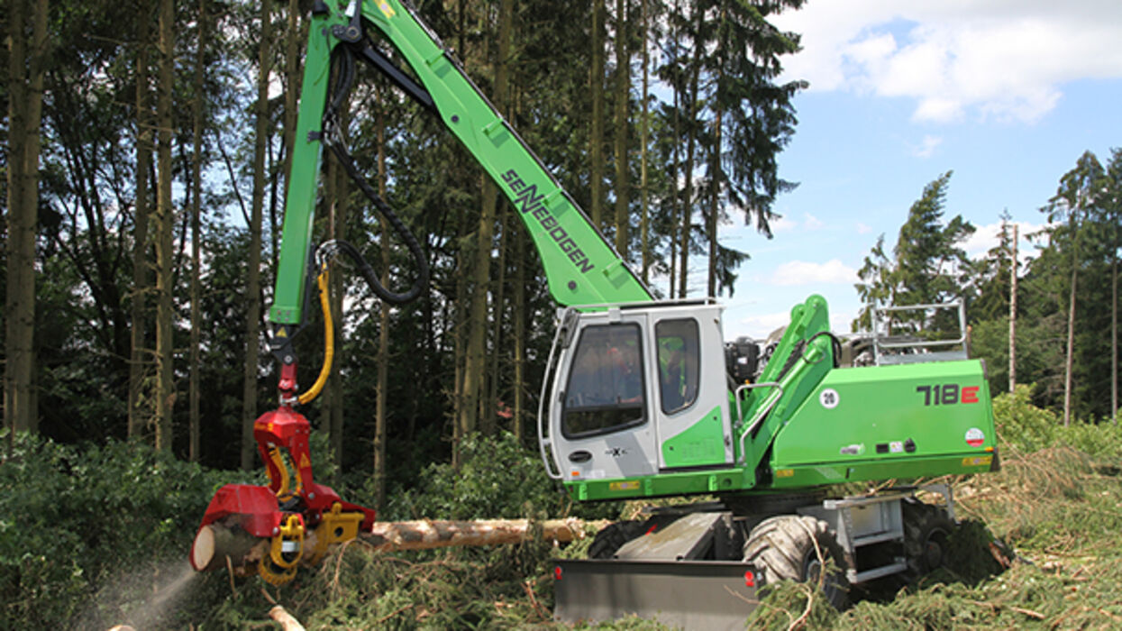 SENNEBOGEN 718 E Mobile material handler for fuel timber harvesting and embankment maintenance