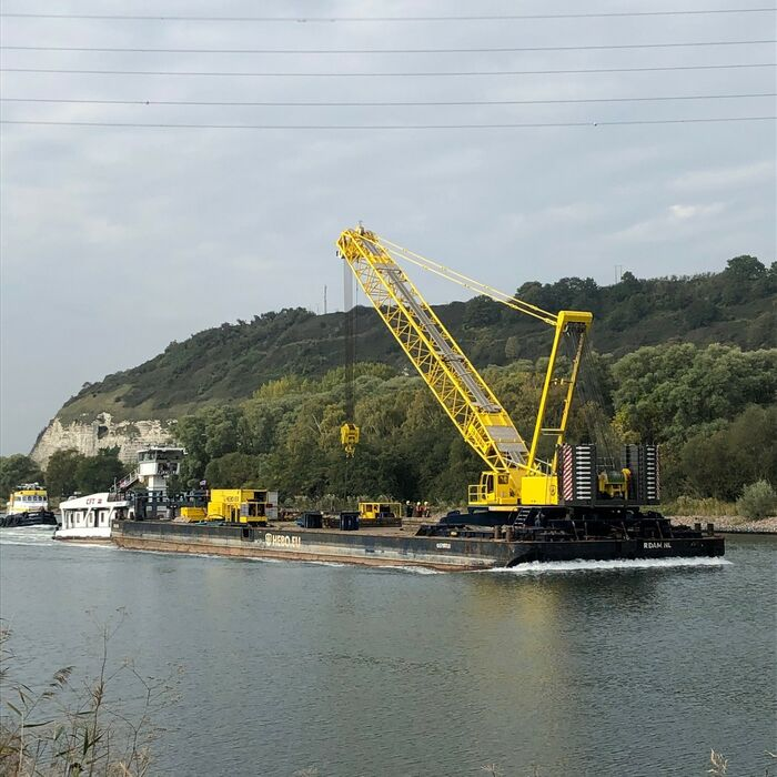 SENNEBOGEN 7700 E Crawler crane Lattice boom crane Offshore Bridge installation
