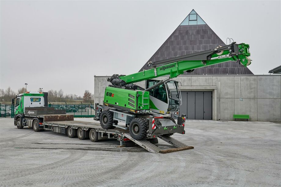 SENNEBOGEN telescopic crane 613 with compact transport dimensions, low transport weight