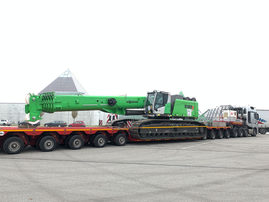SENNEBOGEN telescopic crawler crane 6133 E transport truck