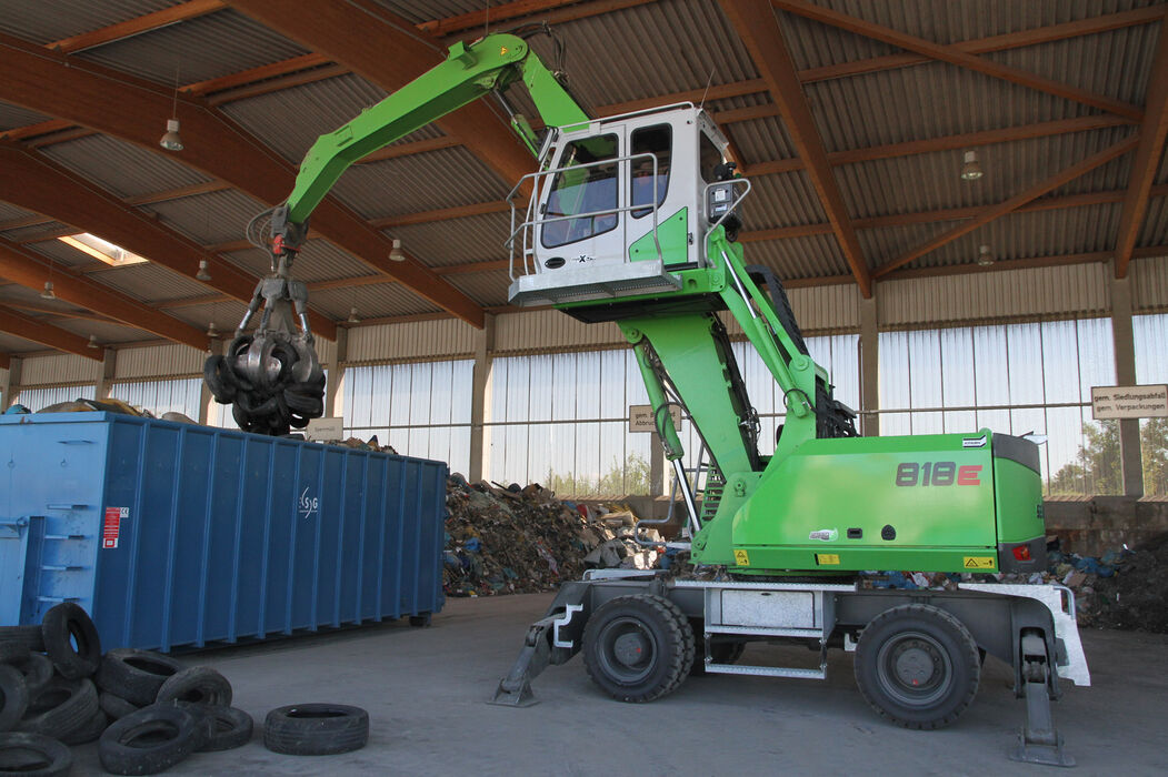 SENNEBOGEN 818 E Mobile compact material handler – Container loading and recycling