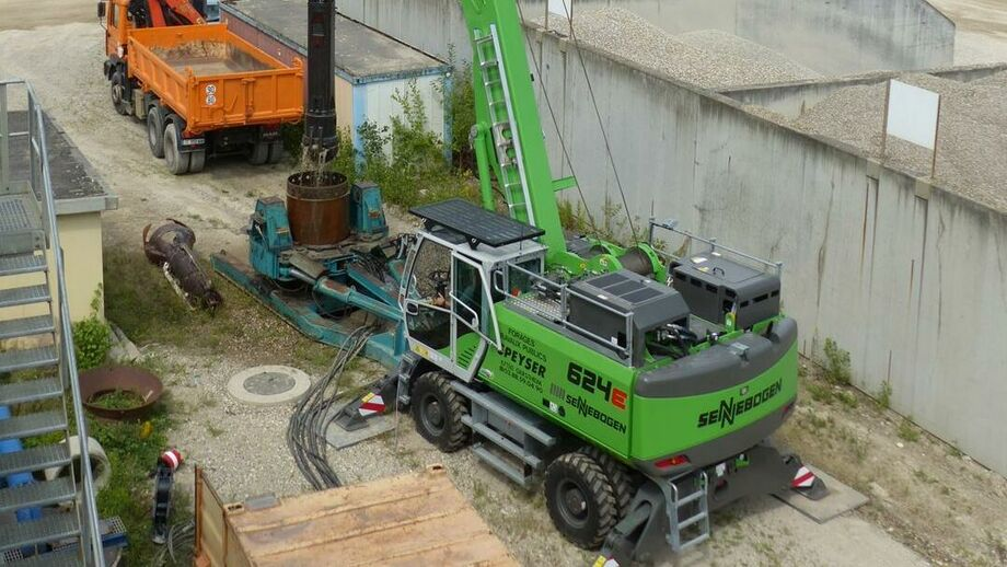 SENNEBOGEN 624 E duty cycle crane below ground construction with casing machine