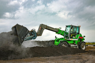 SENNEBOGEN telehandler 355 E loading of compost in composting plant with shovel and elevating cab