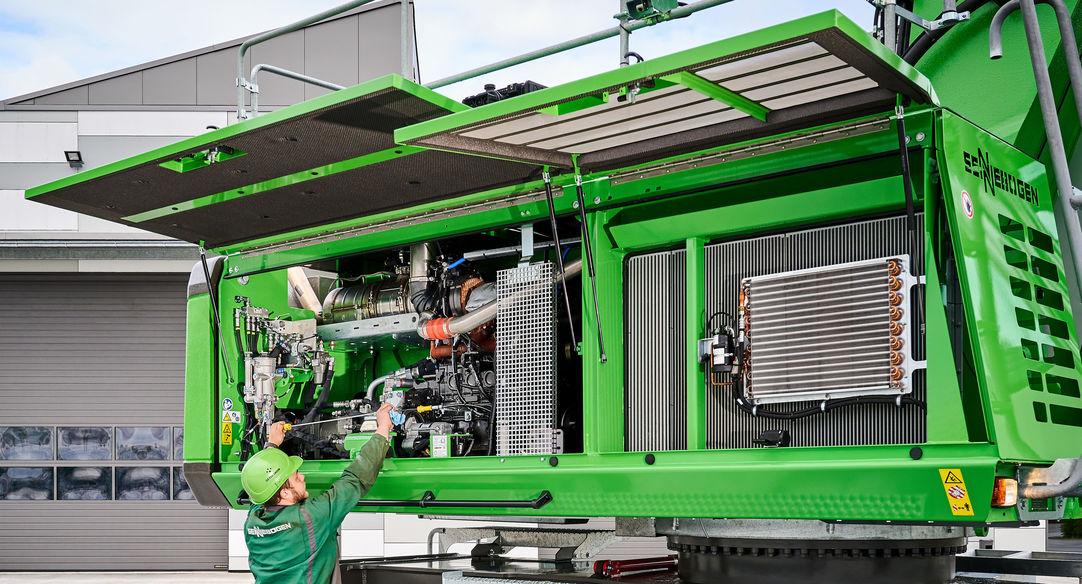 SENNEBOGEN 835 G Serie, intelligente Wartungspunkte und ein übersichtliches Maschinendesign machen tägliche Wartung noch einfacher.