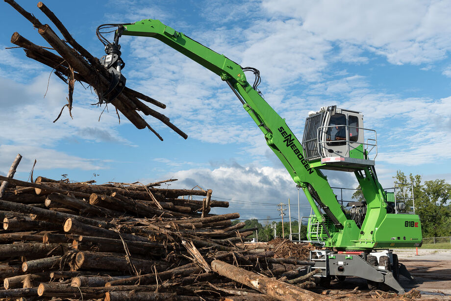 The SENNEBOGEN 818 Mobile material handler during timber handling work in the USA