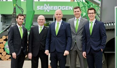 SENNEBOGEN the family company: Erich and Walter Sennebogen with Anton and Sebastian