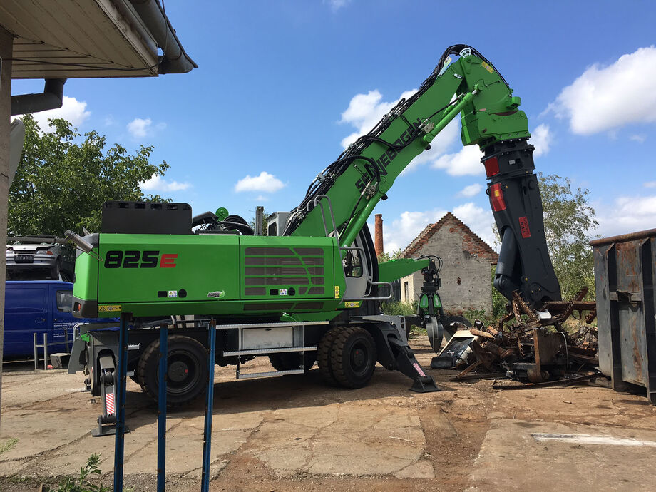SENNEBOGEN 825 E Material handler with Vario Tool for handling / processing scrap