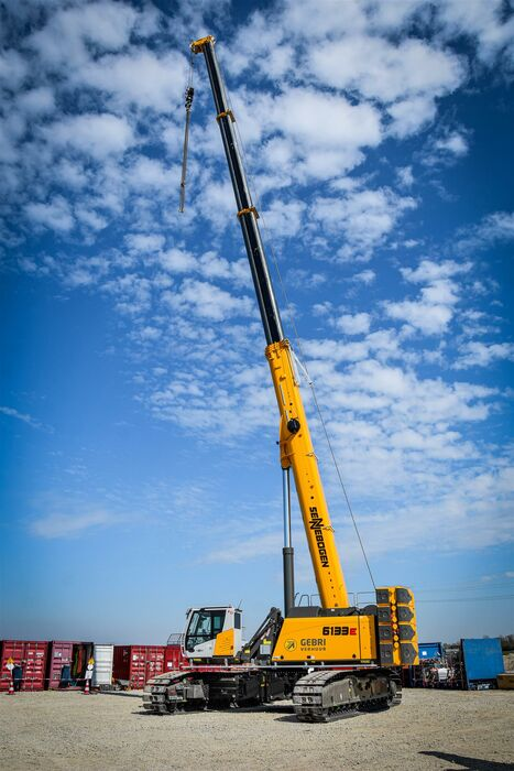 SENNEBOGEN telescopic crawler crane telecrane 6133 E lifting operations